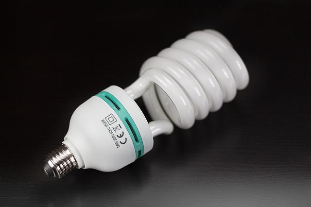 """Kompaktní zářivky nahradily vláknové """"edisonovky"""""""