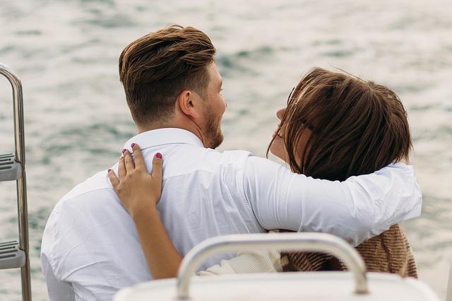 milenci na jachtě