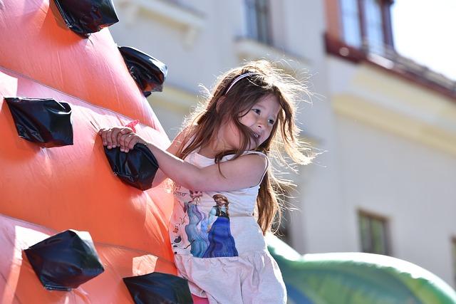 holka a skákací hrad