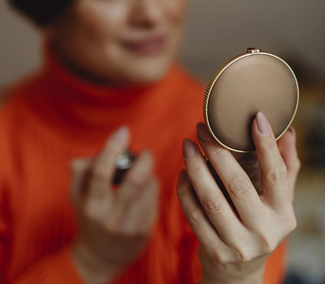 kompaktní zrcadlo