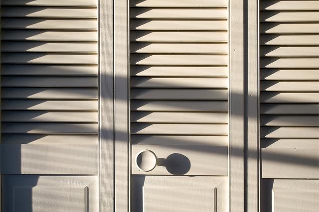 dveře skříně