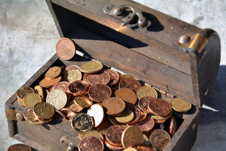 truhla s jihoafrickými mincemi